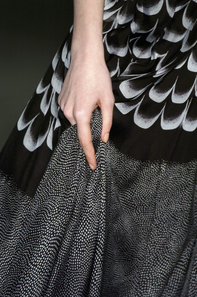 Jonathan Saunders at London Fall 2006 (Details)
