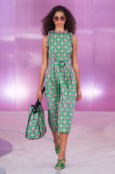 Kate Spade at New York Spring 2019 [fashion model,fashion show,clothing,fashion,runway,dress,day dress,one-piece garment,haute couture,pattern,dress,kate spade,fashion,fashion week,spring,new york fashion week,fashion show,london fashion week,milan fashion week,paris fashion week,kate spade,new york fashion week,new york,fashion,fashion show,fashion week,london fashion week,milan fashion week,paris fashion week,spring]
