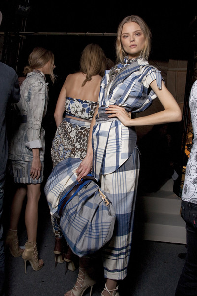 Kenzo at Paris Spring 2010 (Backstage)