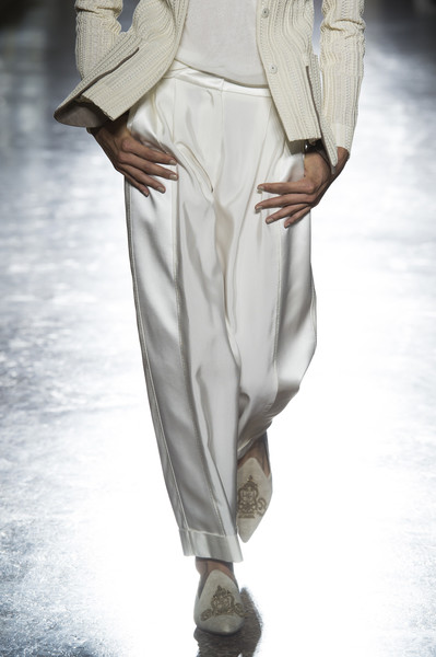 Les Copains at Milan Spring 2019 (Details) [white,clothing,fashion,fashion model,trousers,runway,beige,leg,fashion design,haute couture,runway,fashion,white,clothing,abdomen,fashion model,leg,fashion design,les copains,milan fashion week,runway,abdomen]