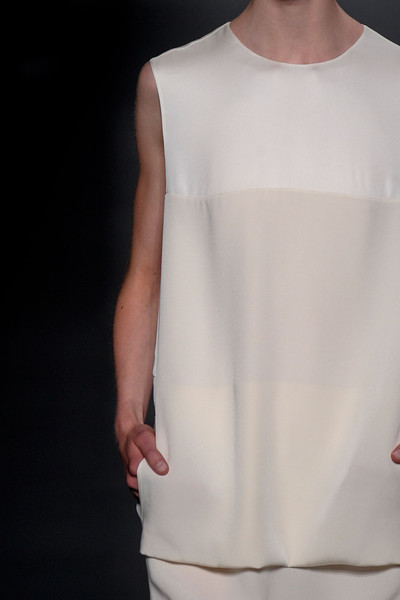 Maison Rabih Kayrouz at Couture Fall 2011 (Details)