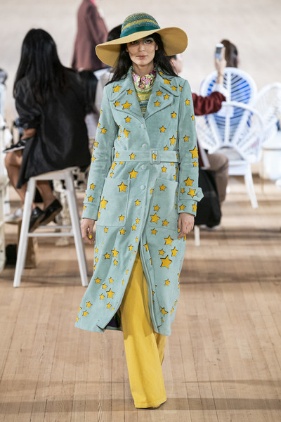 Marc Jacobs at New York Spring 2020 [clothing,fashion,street fashion,yellow,fashion show,outerwear,fashion design,dress,runway,hat,outerwear,marc jacobs,fashion,runway,fashion week,spring,model,yellow,new york fashion week,fashion show,new york fashion week,fashion,fashion week,fashion show,runway,spring,ready-to-wear,model,moschino]