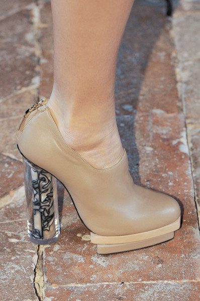 Marco de Vincenzo at Milan Fall 2013 (Details)