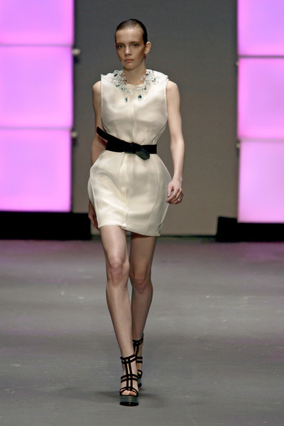 Marios Schwab at London Fall 2009