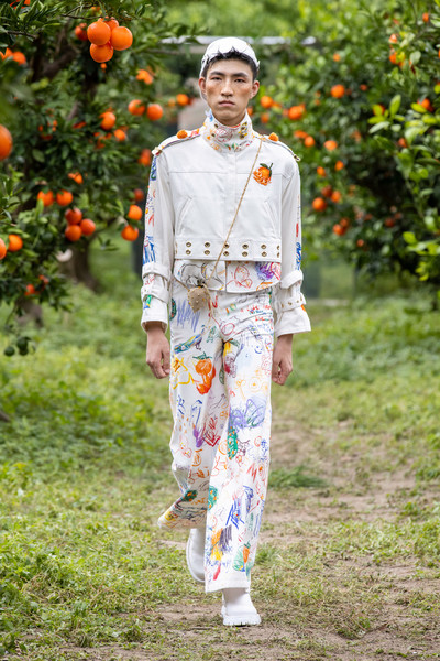 Mithridate at London Spring 2022 [orange,people in nature,plant,sleeve,street fashion,grass,waist,blazer,fruit,outerwear,keyboard,jeans,people,mithridate,fashion,nature,orange,plant,london fashion week,outerwear,jeans,fashion,summer,model m keyboard]