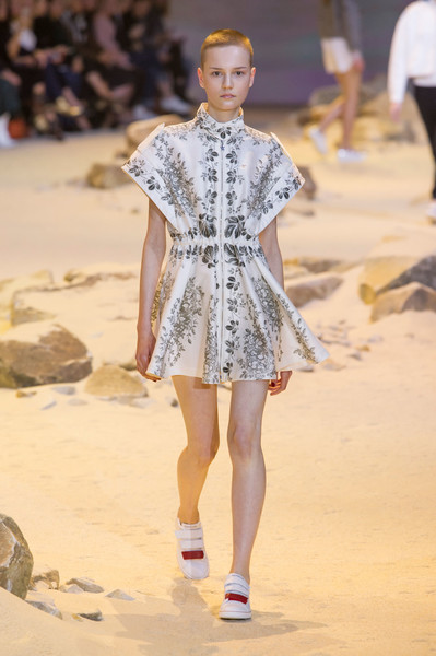 cheap for discount 51667 ce980 Moncler Gamme Rouge Spring 2017 Runway Pictures - Livingly