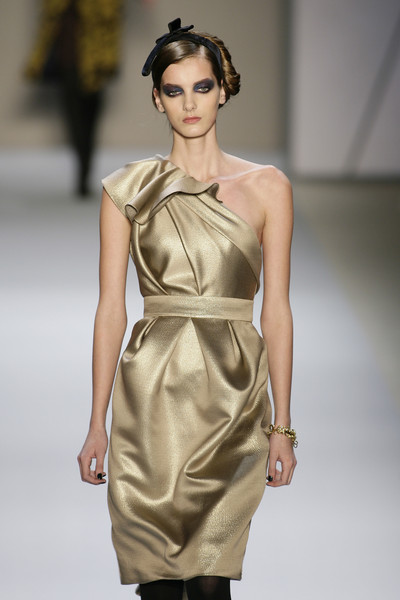 Monique Lhuillier at New York Fall 2008 [fashion show,fashion model,fashion,runway,clothing,shoulder,dress,beauty,cocktail dress,waist,cocktail dress,supermodel,socialite,monique lhuillier,runway,fashion,model,haute couture,new york fashion week,fashion show,runway,fashion show,model,fashion,supermodel,haute couture,cocktail dress,socialite]