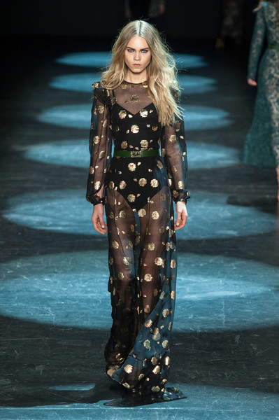 Monique Lhuillier at New York Fall 2016 [fashion model,fashion show,runway,fashion,clothing,haute couture,public event,long hair,fashion design,event,monique lhuillier,fashion,runway,haute couture,fashion week,model,new york fashion week,fashion show,paris fashion week,event,monique lhuillier,runway,fashion show,new york fashion week,fashion,paris fashion week,fashion week,model,haute couture,ready-to-wear]