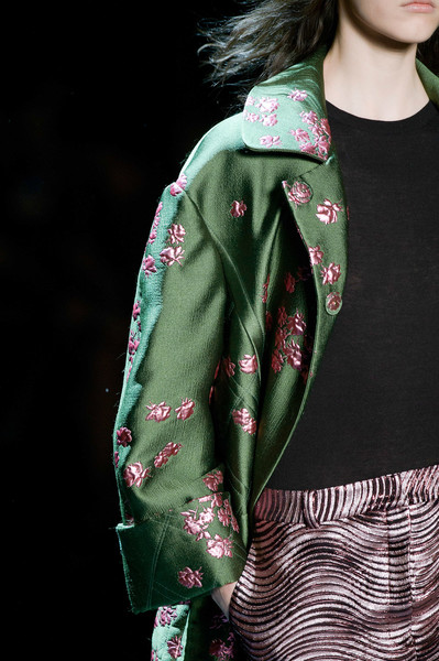 Monique Lhuillier at New York Fall 2016 (Details) [visual arts,clothing,green,outerwear,fashion,sleeve,pattern,design,visual arts,textile,jacket,outerwear,monique lhuillier,green,fashion,pattern,model,clothing,design,new york fashion week,fashion,model,pattern]