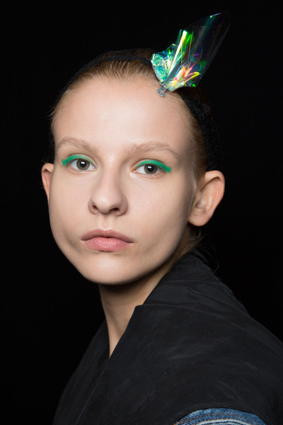 Monique Lhuillier at New York Spring 2016 (Backstage) [face,hair,eyebrow,forehead,head,beauty,chin,lip,hairstyle,hair accessory,monique lhuillier,forehead,fashion,lips,face,beauty,lip,hairstyle,new york fashion week,close-up,forehead,fashion,close-up,lips,beauty.m]