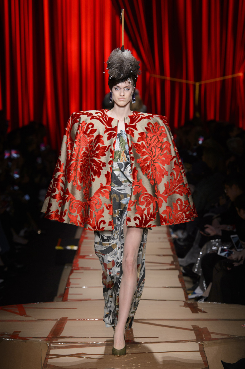 Moschino Jackie Kennedy Fall 2018 Runway Show - Moschino Fall Moschino milano fashion week