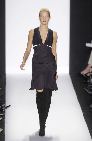 Narciso Rodriguez at New York Fall 2003 [fashion model,fashion show,fashion,runway,clothing,dress,shoulder,fashion design,waist,neck,dress,supermodel,narciso rodriguez,fashion,runway,model,haute couture,clothing,new york fashion week,fashion show,fashion show,runway,litex \u0161aty d\u00e1msk\u00e9 s k\u0159id\u00e9lkov\u00fdm ruk\u00e1vem. 90304901 \u010dern\u00e1 m,model,fashion,supermodel,haute couture,little black dress,socialite,dress]