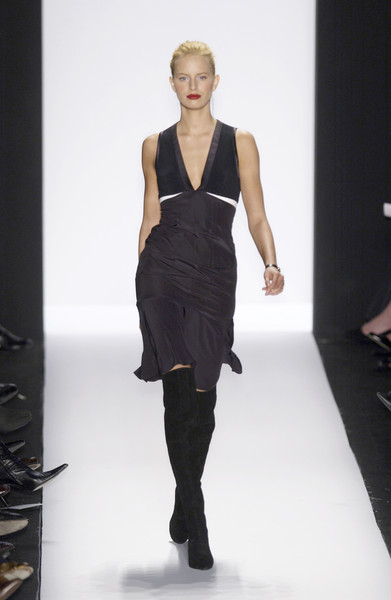 Narciso Rodriguez at New York Fall 2003 [fashion model,fashion show,fashion,runway,clothing,shoulder,dress,fashion design,waist,event,narciso rodriguez,supermodel,socialite,runway,fashion,model,fashion week,haute couture,new york fashion week,fashion show,runway,fashion show,model,fashion week,fashion,narciso rodriguez,supermodel,haute couture,fall 2004,socialite]