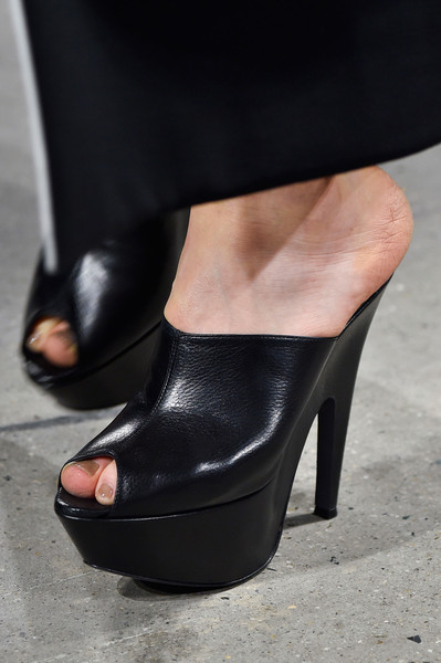 Narciso Rodriguez at New York Fall 2015 (Details) [footwear,high heels,black,leg,shoe,human leg,ankle,sandal,foot,fashion,shoe,shoe,narciso rodriguez,fashion,boot,neckline,d\u00e9colletage,sandal,new york fashion week,fashion show,shoe,sandal,boot,high-heeled shoe,fashion,fashion show,autumn,winter,neckline,d\u00e9colletage]