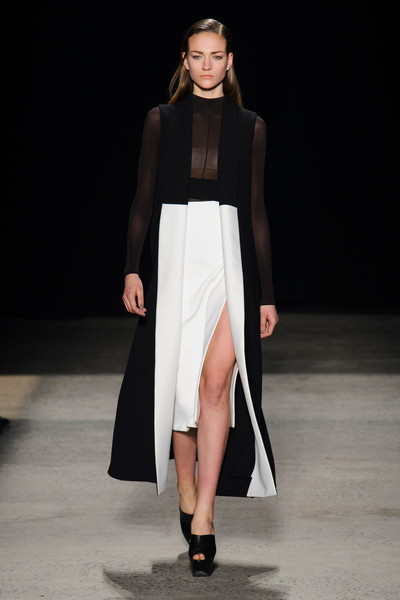 Narciso Rodriguez at New York Fall 2015 [fashion model,fashion show,runway,fashion,clothing,white,dress,shoulder,public event,neck,supermodel,narciso rodriguez,fashion,runway,fashion week,model,clothing,white,new york fashion week,fashion show,runway,fashion show,new york fashion week,fashion,fashion week,ready-to-wear,model,supermodel,haute couture,elle]