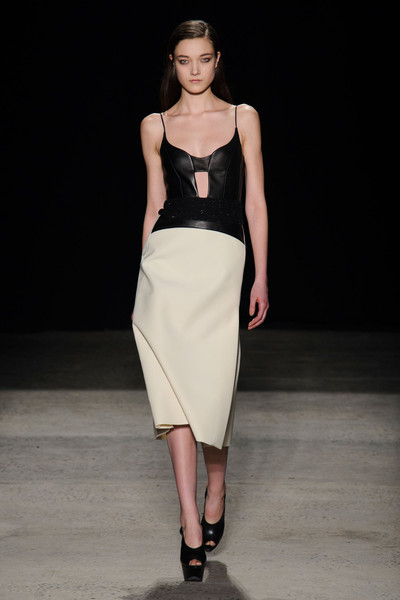 Narciso Rodriguez at New York Fall 2015 [fashion model,fashion show,fashion,runway,clothing,dress,shoulder,waist,neck,haute couture,supermodel,narciso rodriguez,fashion,runway,fashion week,model,haute couture,new york fashion week,fashion show,milan fashion week,runway,new york fashion week,fashion show,milan fashion week,fashion week,fashion,rio fashion week,model,supermodel,haute couture]
