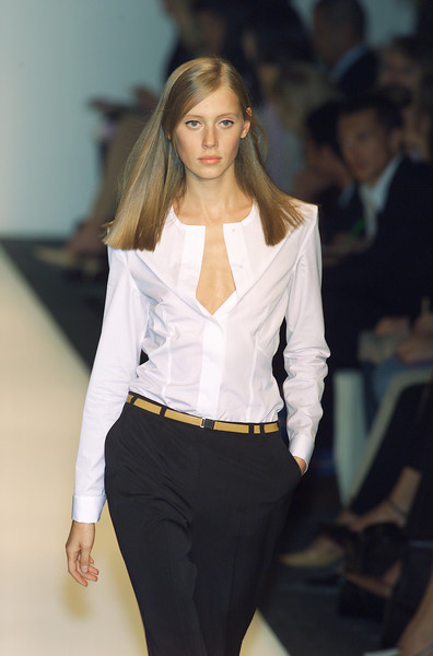 Narciso Rodriguez at Milan Spring 2001 [fashion model,fashion show,fashion,white,runway,clothing,beauty,long hair,model,blond,narciso rodriguez,karol\u00edna kurkov\u00e1,fashion,runway,model,fashion model,haute couture,clothing,milan fashion week,fashion show,karol\u00edna kurkov\u00e1,chanel,runway,2002,haute couture,fashion,model,fashion show,summer]