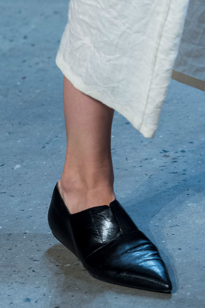 Narciso Rodriguez at New York Spring 2017 (Details) [footwear,human leg,leg,shoe,fashion,ankle,street fashion,calf,joint,high heels,shoe,shoe,footwear,narciso rodriguez,fashion,human leg,street fashion,model,ankle,new york fashion week,shoe,sandal,high-heeled shoe,fashion,model]