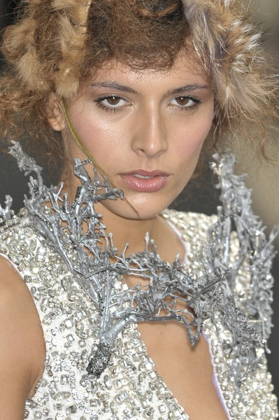 On Aura at Couture Fall 2009 (Details)