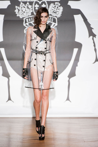 On Aura Tout Vu at Couture Spring 2013