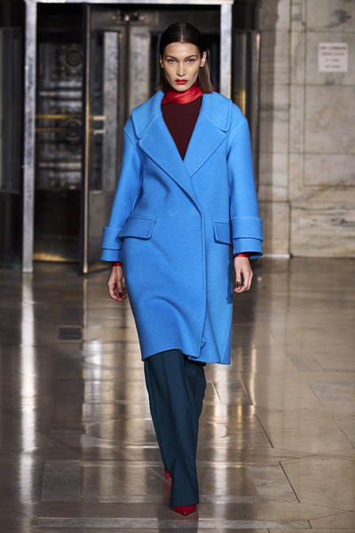 Oscar de la Renta at New York Fall 2020 [fashion,fashion model,fashion show,clothing,blue,runway,cobalt blue,electric blue,haute couture,outerwear,oscar de la renta,runway,fashion,fashion week,vogue,haute couture,bella hadid,cobalt blue,new york fashion week,fashion show,bella hadid,new york fashion week,autumn,fashion week,runway,ready-to-wear,fashion,winter,vogue,haute couture]