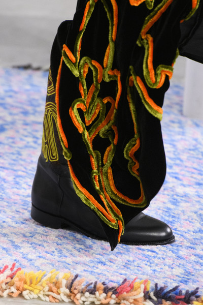 Peter Pilotto at London Fall 2017 (Details) [footwear,shoe,boot,joint,scarf,outerwear,textile,sleeve,trousers,t-shirt,shoe,footwear,trousers,outerwear,peter pilotto,boot,joint,scarf,textile,london fashion week,shoe]