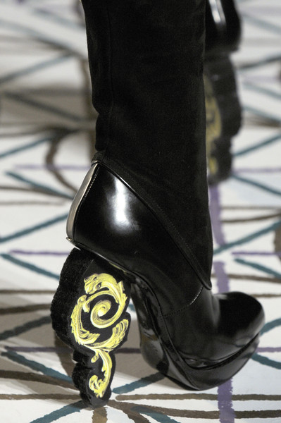 Pollini at Milan Fall 2009 (Details)
