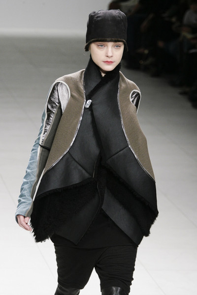 1556a531fc Rick Owens Fall 2008 Runway Pictures - Livingly