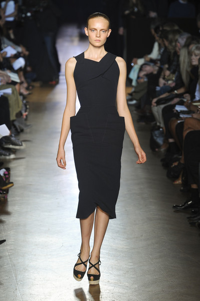 Roland Mouret at Paris Spring 2011