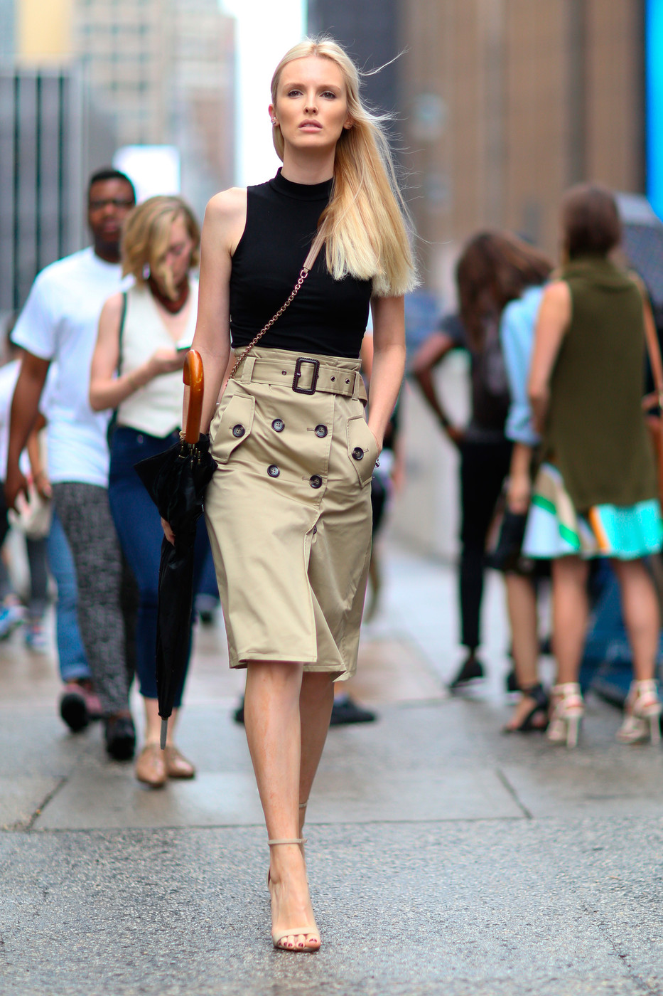 Classic Khaki Basic Black The Best Street Style At New York Fashion Week Spring 2016 Livingly