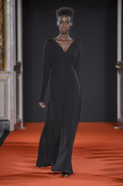 Talbot Runhof at Paris Fall 2017 [fashion model,clothing,fashion,dress,haute couture,gown,fashion show,neck,bridal party dress,runway,dress,gown,supermodel,fashion,runway,haute couture,model,talbot runhof,paris fashion week,fashion show,paris fashion week,fashion,runway,fashion show,litex \u0161aty d\u00e1msk\u00e9 s k\u0159id\u00e9lkov\u00fdm ruk\u00e1vem. 90304901 \u010dern\u00e1 m,model,haute couture,supermodel,talbot runhof,fashion week]