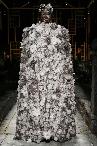 Thom Browne at New York Spring 2022 [art,black,dress,temple,standing,sculpture,trunk,art,gown,event,statue,gown,dress,thom browne,fashion,clothing,sculpture,trunk,vogue fashion,new york fashion week,dress,clothing,gown,fashion,skirt,robe,vogue fashion,gabriela hearst]