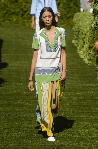0d4529b6049 Tory Burch Spring 2018 Runway Pictures - Livingly