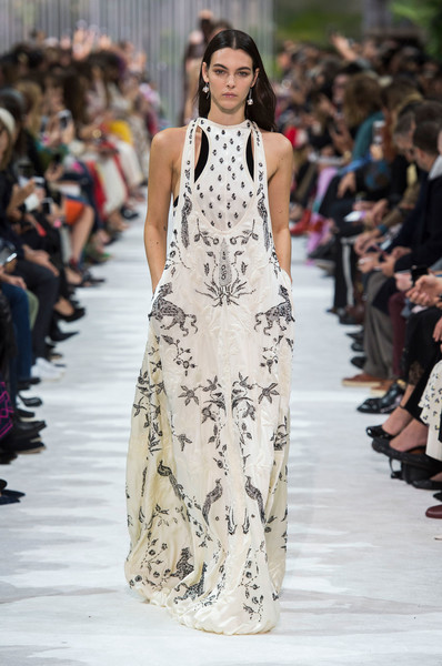 Valentino Spring 2018 Couture Collection - Vogue 52