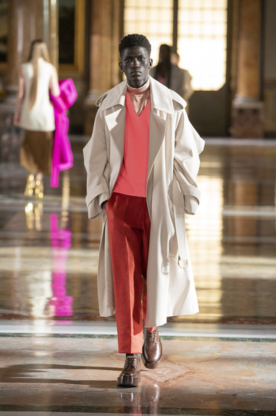 Valentino at Couture Spring 2021 [couture spring 2021,face,footwear,shoe,street fashion,headgear,entertainment,fashion design,performing arts,formal wear,event,shoe,keyboard,valentino,human,gentleman,fashion,haute couture,suit,runway,fashion,suit,haute couture,shoe,runway,gentleman,human,model m keyboard]
