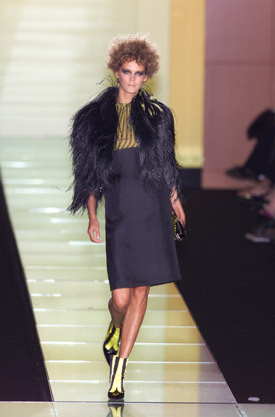 Versace at Couture Spring 2001 [couture spring 2001,fashion model,fashion show,fashion,runway,clothing,fur,haute couture,footwear,dress,fashion design,socialite,fashion,haute couture,runway,model,fashion model,punk rock,versace,fashion show,runway,fashion show,fashion,haute couture,model,supermodel,versace,socialite,punk rock]