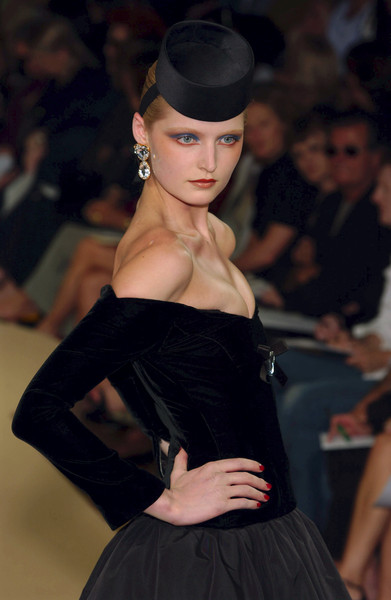 Yves Saint Laurent at Couture Fall 2001 [fashion model,fashion,clothing,beauty,runway,fashion show,lip,dress,hairstyle,model,couture fall,runway,fashion,model,haute couture,beauty,lip,yves saint laurent,fashion show,paris fashion week,runway,paris fashion week,haute couture,fashion show,yves saint laurent,fashion,model,fall 2001,fashion week]