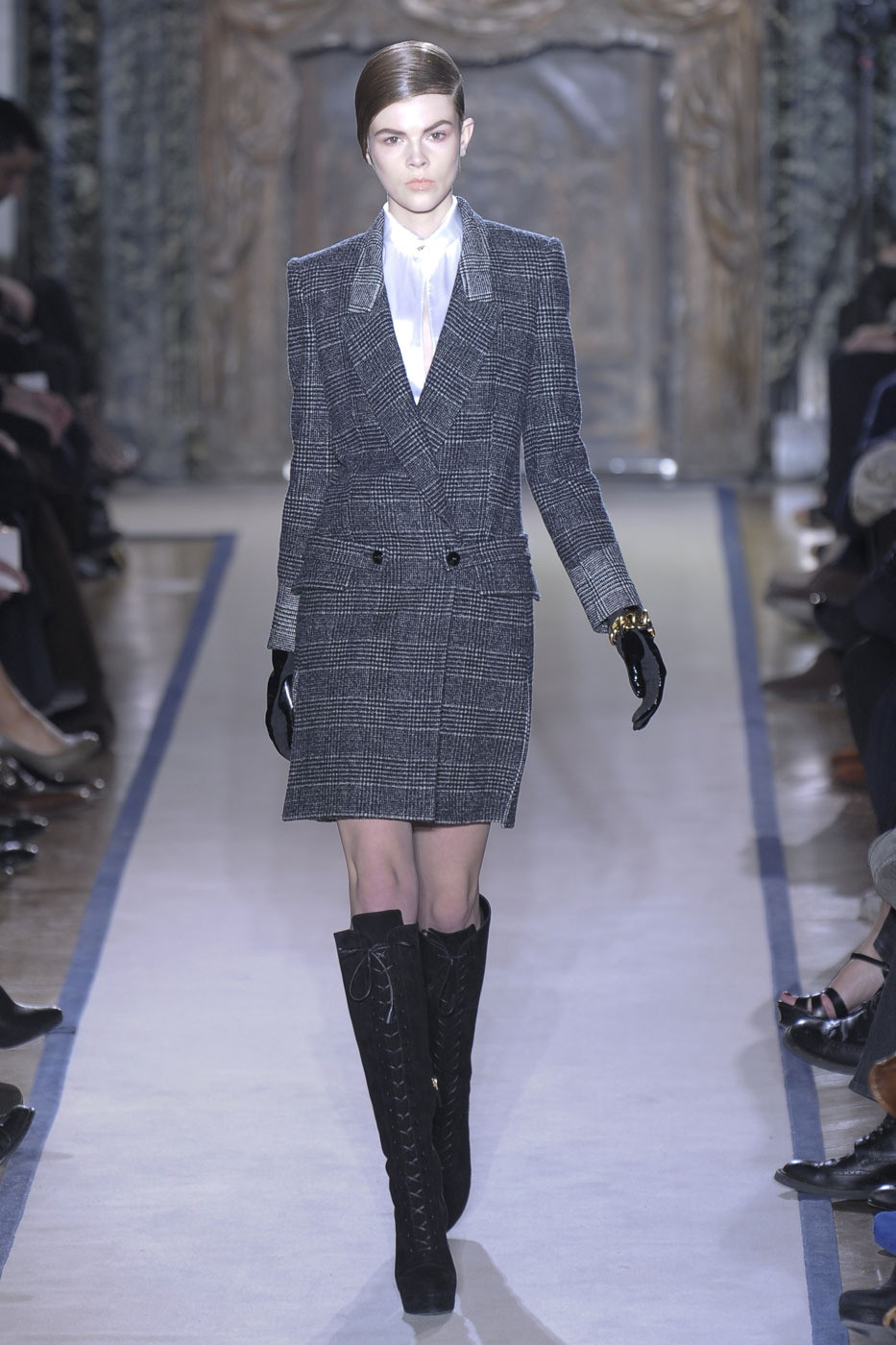Yves Saint Laurent Fall 2011 Runway Pictures