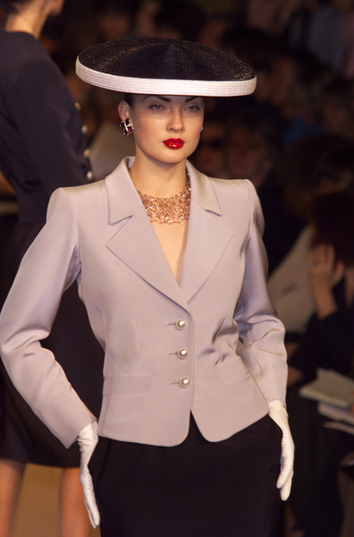 Yves Saint Laurent at Couture Spring 2001
