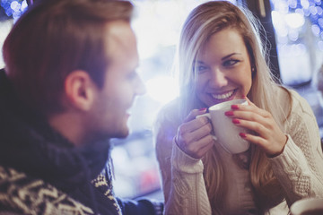 11 Things To Talk About On A First Date That Aren't Totally Lame