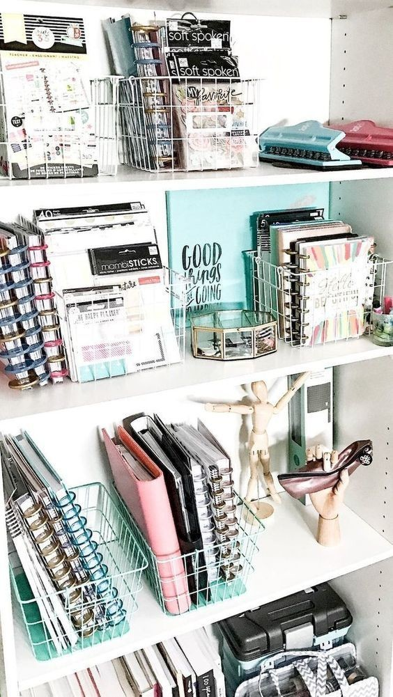 Shelf goals diy ideas that 39 ll make your dorm room feel for Dorm room decor quiz