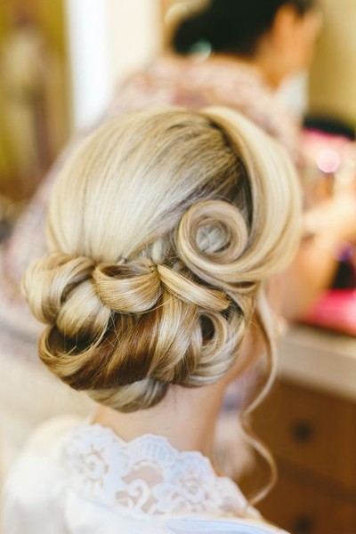 Utterly Chic Vintage Wedding Hairstyles