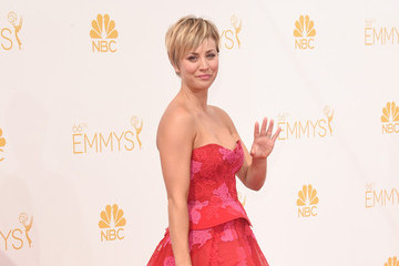 Kaley Cuoco's Emmys Gown (Photos)