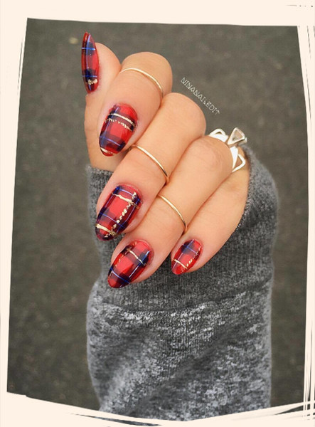 Give yourself an early christmas gift with one of these festive nail get festive with these christmas nail designs solutioingenieria Gallery