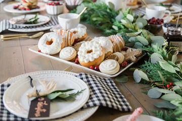 How To Design The Perfect Holiday Tablescape Using Items You Already Own