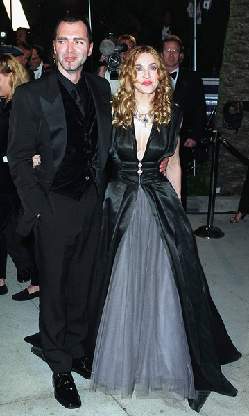 Wearing A Plunging Floor-Length Gown At The 1998 Vanity Fair Oscar Party