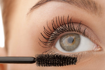 These Mascara Hacks Will Save You from Smudgy Beauty Fails