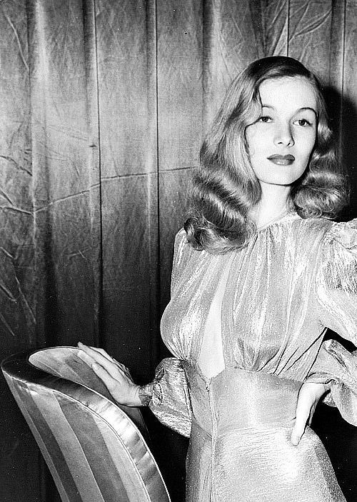 Veronica Lake S Shimmering Keyhole Dress And Waves Old