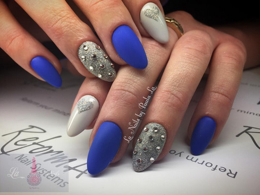 Aquarius: Gem-Adorned Accent Nails