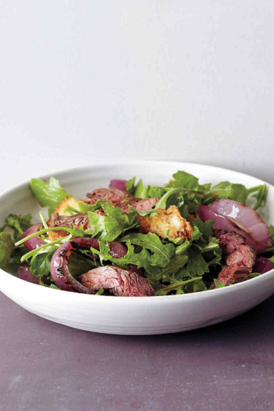 15-Minute Grilled Steak and Onion Salad
